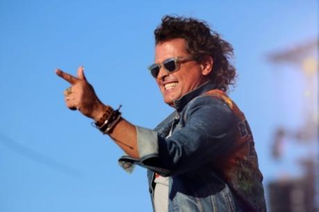 Carlos Vives dona guitarra para damnificados de incendio en #Chile