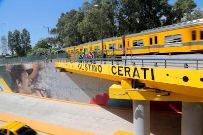 En nuevo paso a nivel, un homenaje a Cerati.Av Beiró y ví...