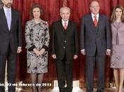 Reyes Príncipes Asturias almuerzan Simón Peres. look Dña. Letizia