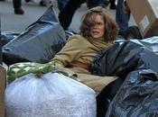 Michelle Pfeiffer entre bolsas basura