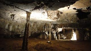 """PRESENCIA """"HUMANA"""" EN GRUTAS CALCÁREAS Cueva del Tesoro. ..."""
