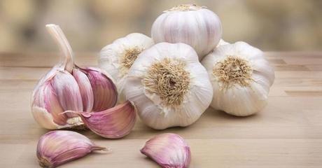 Ajo negro o blanco, condimentos y medicina en cocina