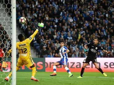 Porto empata ante Setúbal con golazo de 'Tecatito' Corona