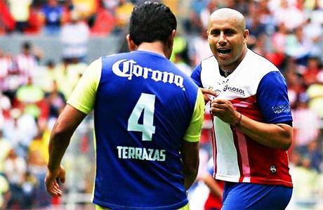 Chivas gana clásico de leyendas 4-3 sobre América disputado en Durango