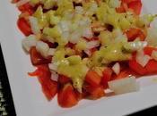 Ensalada tomate cebolla aliño mostaza
