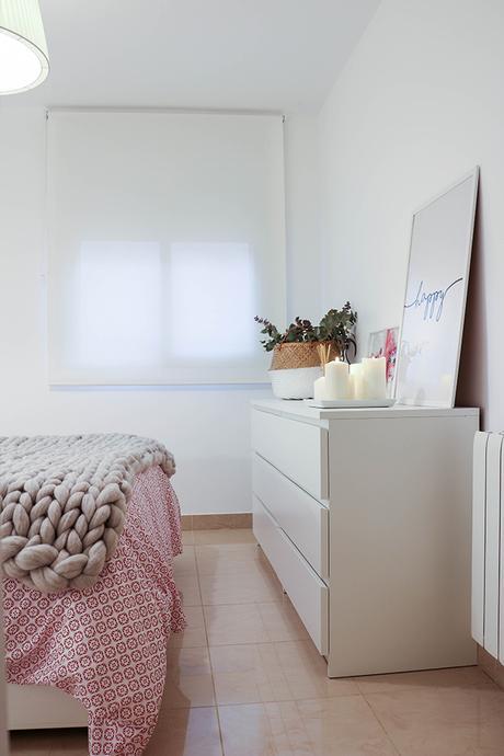 Tour deco mi dormitorio granate gris blanco paperblog for Corredor deco blanco y gris