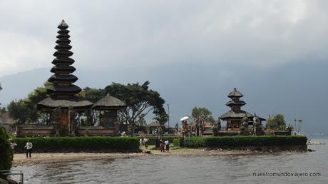 Bali; el famoso templo Ulun Danu Batur y los arrozales de Jatiluwih