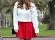 Outfit falda roja medias rejilla