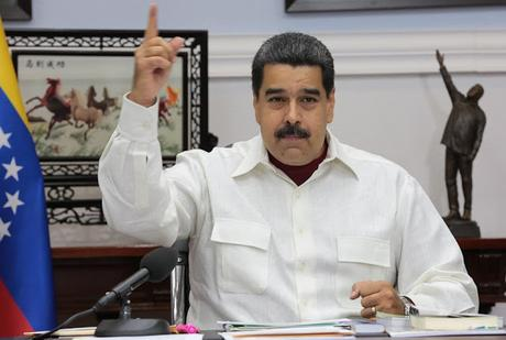 Maduro congratulates DR, Haiti and El Salvador for defending Venezuela in the OAS.