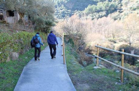 Juan y Javier, mis guías durante la jornada que pasé en Valero, por el nuevo paseo que va en paralelo al río Quilamas