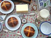 Bollitos cruzados calientes {Hot Cross Buns}