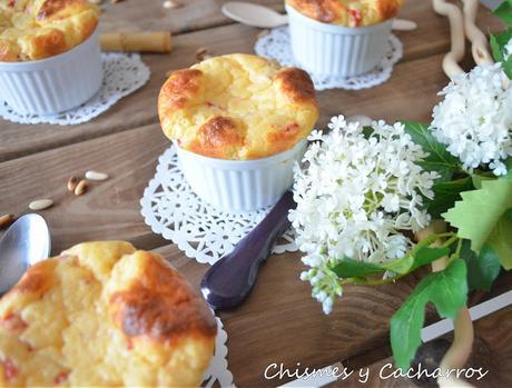 Soufflé de pimientos de piquillo, queso de Hinojosa y piñones.