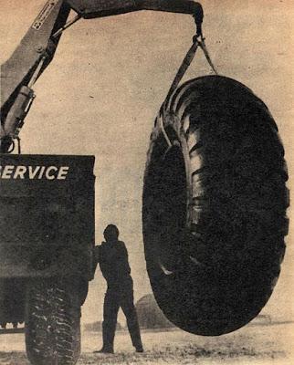 Neumático gigante
