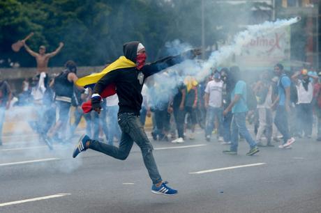 VIDEO: Al menos Veinte muertos en tres semanas de violencia en Venezuela