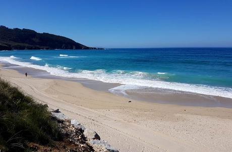 Playa de Razo surfear en Galicia