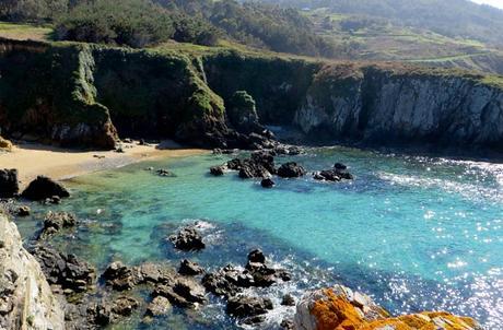 Cala en Santa Mariña surfear en Galicia