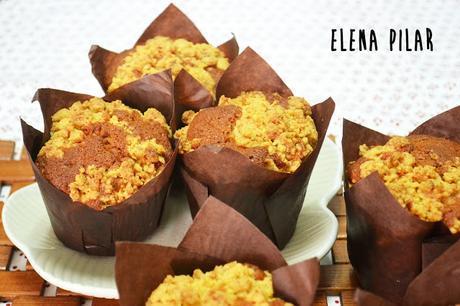 Crumb muffins de lima, piña y romero