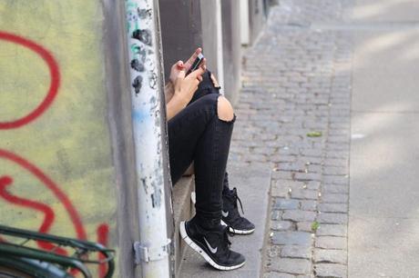 Jóvenes en riesgo que usan demasiada tecnología podrían presentar mayores problemas de conducta
