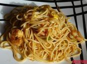 Espaguetis verduras langostinos
