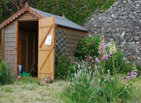 Construir una caseta en el jard n para nuestras - Caseta herramientas jardin ...