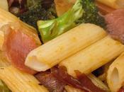 Macarrones jamón, brócoli salsa asíatica curry