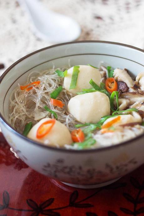 Sopa asiática con albóndigas de pescado
