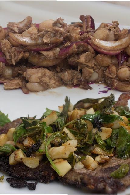 Filete al ajo y ensalada de alubias