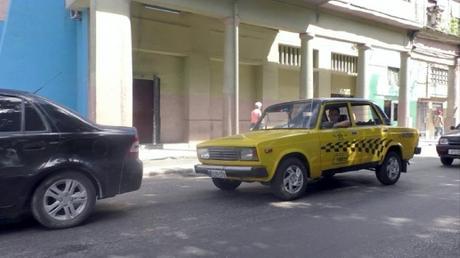 RIDÍCULO: Con 60 taxis marca lada el régimen de La Habana desafía a los boteros