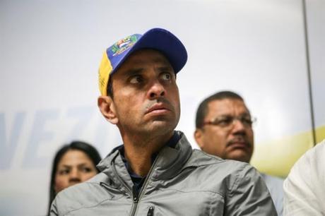 Impiden a Capriles salir del país anulando su #pasaporte #Venezuela