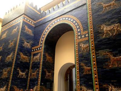 La puerta de Ishar, tan resplandeciente como el primer día.