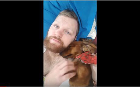 Un #perro y su dueño se ponen de acuerdo para rascarse #Animales #Mascotas (VIDEO)