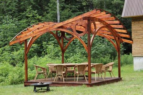 cuatro-ideas-para-colocar-una-pergola-de-madera-en-el-jardin-5