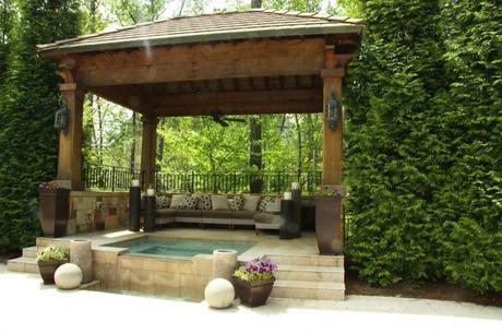 cuatro-ideas-para-colocar-una-pergola-de-madera-en-el-jardin-2