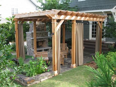 cuatro-ideas-para-colocar-una-pergola-de-madera-en-el-jardin-3