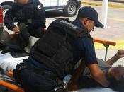Policías Soledad atienden hombre ignorado cuerpos emergencia