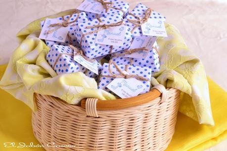 Detalles de bautizos jabones personalizados