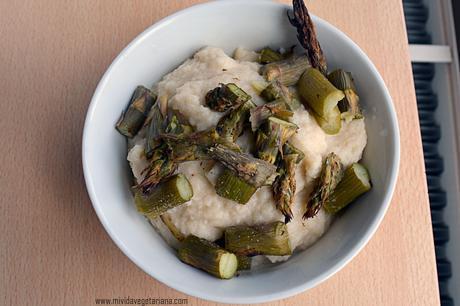 Crema de judías blancas y coliflor con espárragos