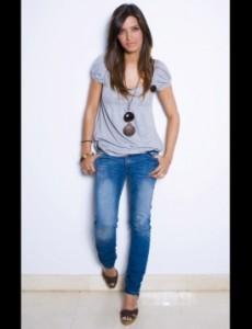 jeans mode large qualite es 230x300 El estilo casual chic de Sara carbonero