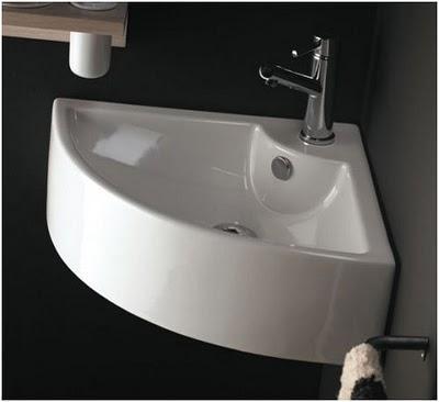 Ganar espacio en el cuarto de baño con un lavabo esquinero