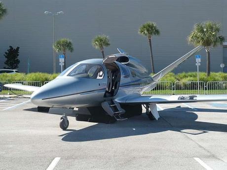 Cómo es el avión privado con paracaídas incorporado elegi...