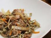 Cerdo brotes soja, zanahoria cebolla