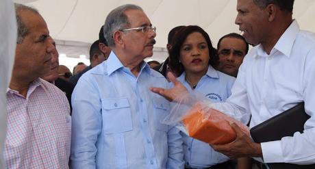 Danilo realiza visita sorpresa a Las Yayas de Azua; anuncia respaldo a ganaderos.
