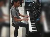 Vídeo: niño asombra clientes tocar piano como profesional Liverpool, empresa busca para apoyarlo