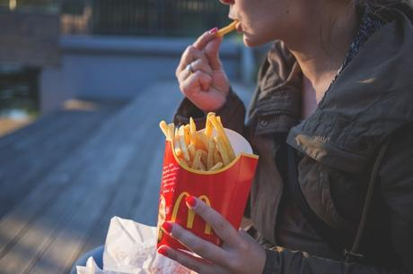 Personas con bulimia usarían la comida como vía de escape al estrés