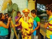 Hombre indio estado trabajando como estatua años