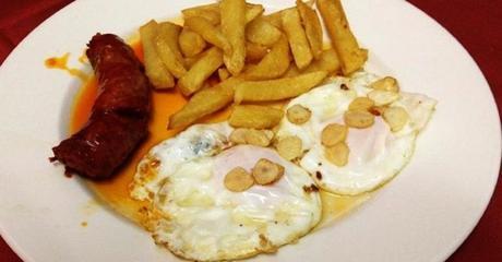Los huevos fritos con chorizo y papas no engordan…