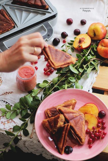 Bizcochos de cerezas y nectarinas sin gluten en Sandwichera