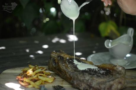 Chuleton-de-vacuno-con-salsa-de-torta-del-casar-y-vino-blanco-01