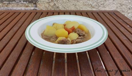 Patatas guisadas con carne (tradicional o Crock-Pot)