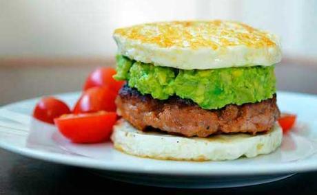 desayuno paleo de hamburguesa vegetal